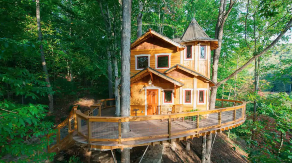 Asheville\'s Luxury Treehouse